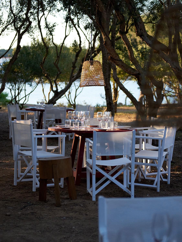 Das Restaurant 'Cantina' bei Hauser & Wirth Menorca, designt von Luis Laplace. Courtesy of Hauser & Wirth. Foto: Daniel Schäfer