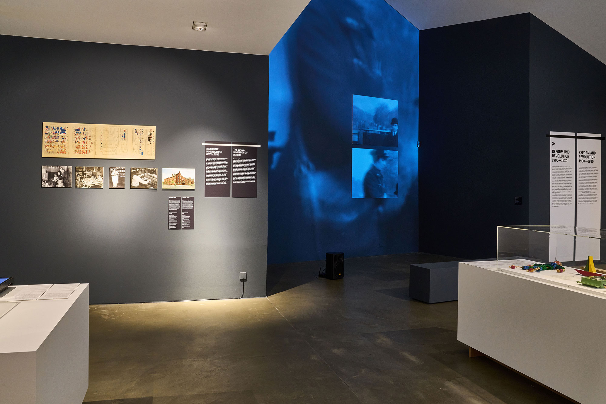 """""""Here We Are! Women in Design 1900 - Today"""". © Vitra Design Museum. Foto: Christoph Sagel."""