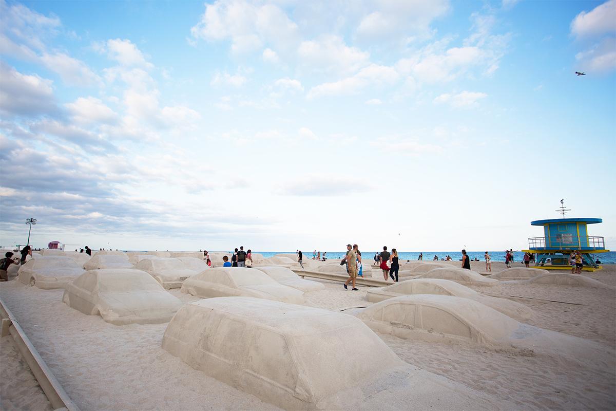 IDEAT Magazins Leandro Erlich Miami Beach Sandskulptur